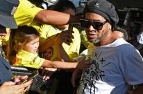 Ronaldinho está chocado e não é perito em documentos, segundo advogado