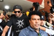 Justiça nega pedido, e Ronaldinho continuará investigado no Paraguai