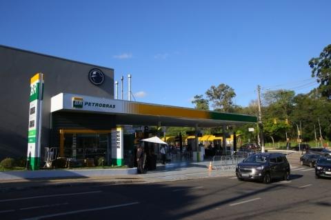 Petrobras anuncia nova queda dos preços nas refinarias para gasolina e diesel