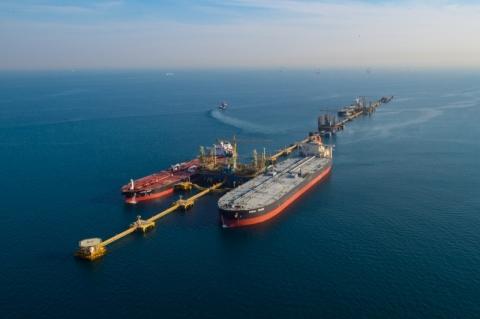 Petróleo fecha em alta com reunião da Opep+ e compromisso de produtores com corte