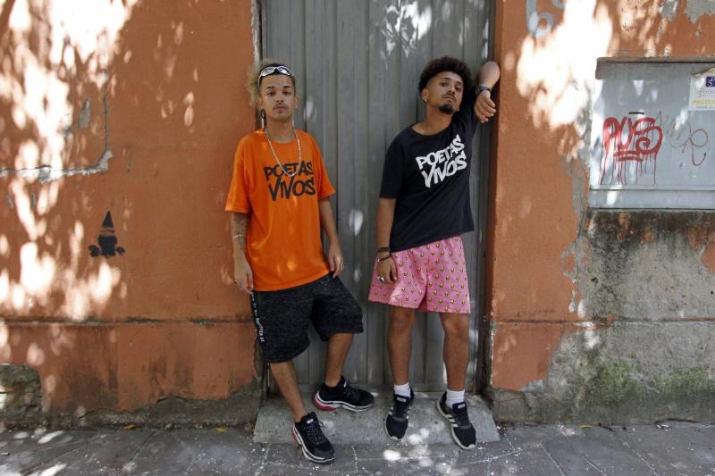 Visita do grupo poético/musical Poetas Vivos. Na foto: Felipe de Freitas Corrêa e Djimitri Souza Rodrigues