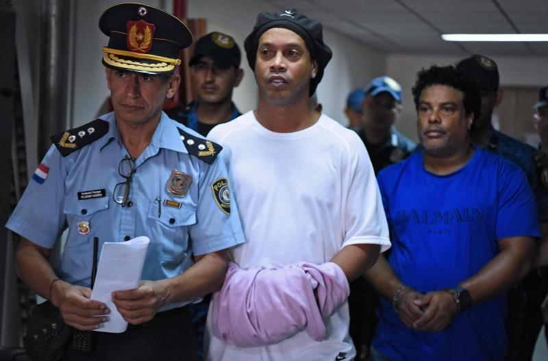 Ex-jogador da Seleção e seu irmão estão detidos desde a noite de sexta-feira