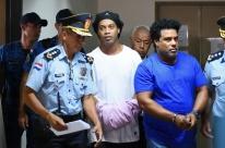 Justiça libera Ronaldinho para cumprir pena em prisão domiciliar