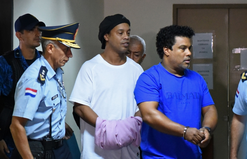 Antes dessa decisão, Ronaldinho e Assis participaram de uma audiência de custódia