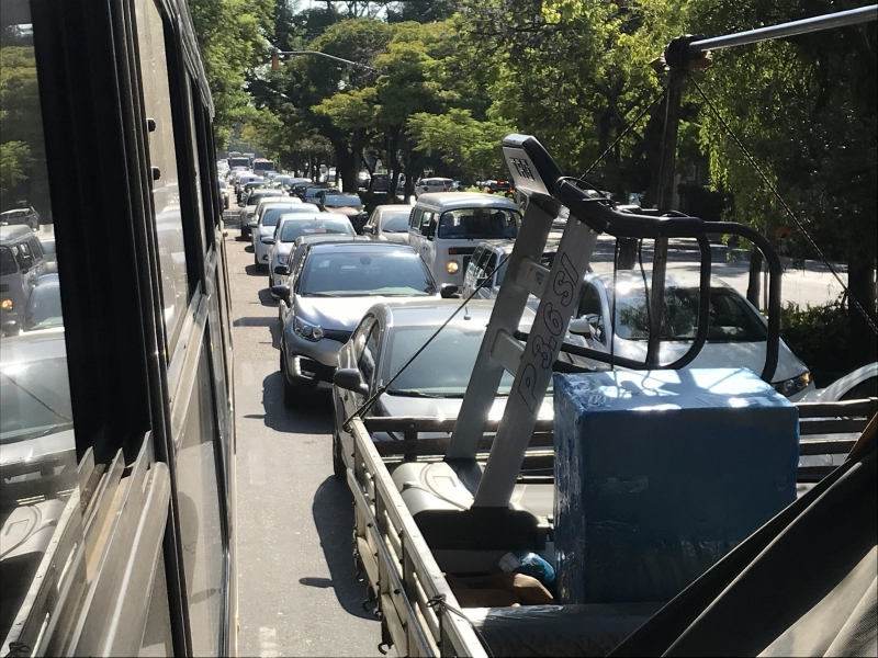 Avenida Princesa isabel, na região do Instituto de Cardiologia, registra grande engarrafamento