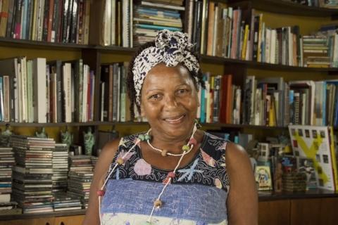 Lançamento de livro de poemas sobre o contemporâneo e a africanidade