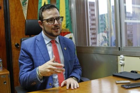 Projeto prevê multa de até R$ 20 mil para quem disseminar fake news sobre Covid-19