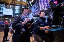 Bolsas de Nova Iorque  fecham em queda com impasse no Senado dos EUA sobre pacote