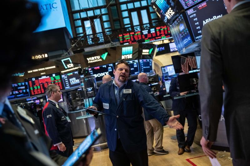 O Dow Jones fechou o dia em alta de 0,43%, a 26.584,77 pontos