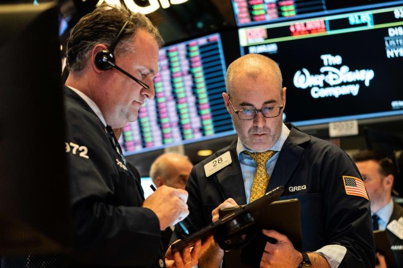 No fechamento da sessão, o Dow Jones subiu 0,60%, a 26.840,40 pontos