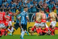 Grêmio e Inter vão a julgamento por Grenal com 8 expulsos na segunda-feira
