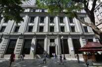 Bolsa cai 12,53% e começa segunda semana com interrupção nos negócios