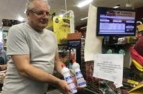 Comércio limita número de unidades de álcool gel por cliente