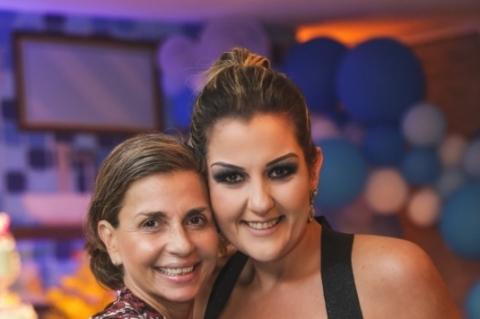 Daniela Neuls com a aniversariante, Fernanda Griebeler