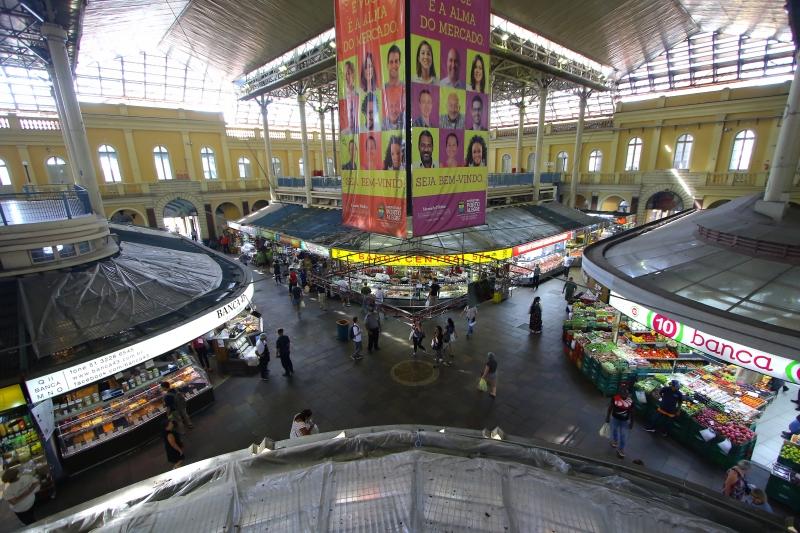 Somente locais que comercializam alimentos estão liberados no Mercado Público