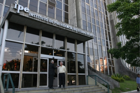 Projeto limita participação de servidores na gestão do IPE Saúde, acusam sindicatos