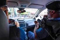 Viaturas alertam sobre isolamento social em Porto Alegre