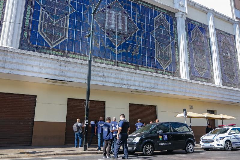 Em ação de combate à disseminação do coronavírus, fiscalização da Prefeitura de Porto Alegre interditou duas igrejas no final de semana