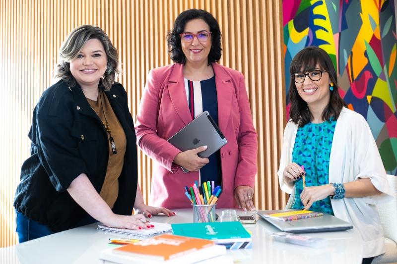 Carolina, Maribel e Camila operam de forma remota desde início da editora Palavra Bordada