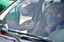 Vacinação contra gripe em Porto Alegre terá oito drive-thrus na quarta-feira