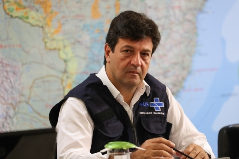 Após fala de Bolsonaro, Mandetta diz que fica e pede racionalidade em quarentena