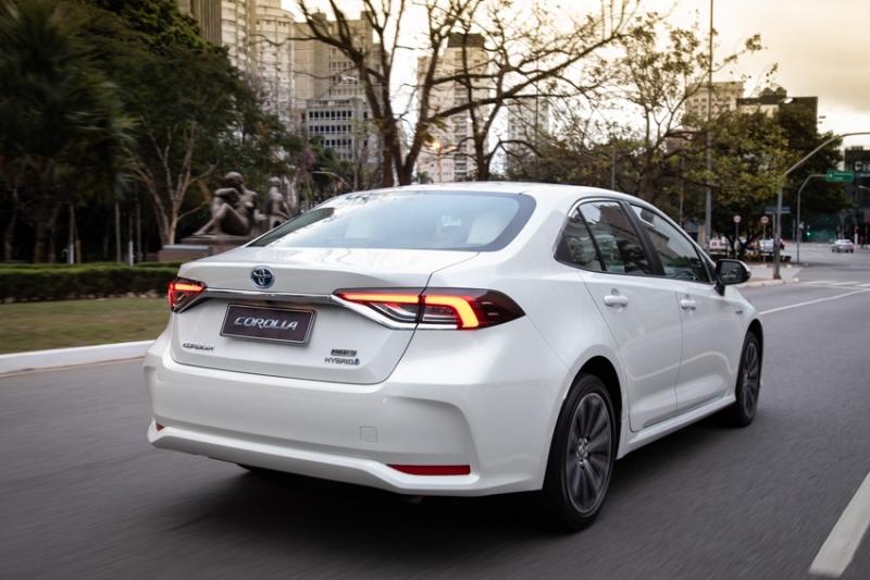 Marca anunciou que pretende oferecer aos consumidores um portfólio de carros 100% híbridos até 2025