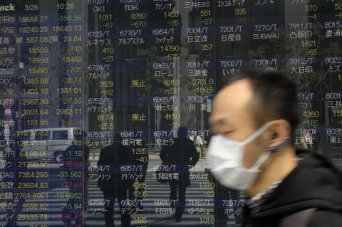 Após ganhos recentes, bolsas da Ásia fecham em baixa à espera de dado americano