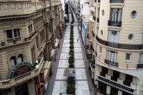 Após rígida quarentena, Argentina avança na flexibilização de atividades