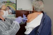 Mais de 156 mil idosos já foram vacinados contra gripe em Porto Alegre
