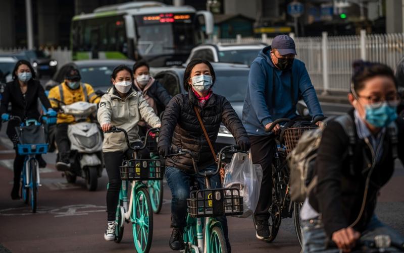 Em Pequim, chineses seguem usando máscara como forma de prevenção ao coronavírus