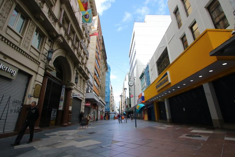 Muitos estabelecimentos comerciais da capital gaúcha ainda estão impedidos de abrir