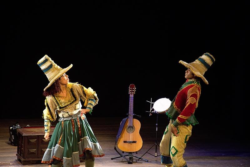 Espetáculo Peteca, Pião e Pique-Pessoa, do Bando de Brincantes: teatro é o segmento que mais apresenta produções dedicadas às crianças