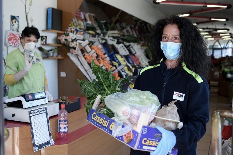 Uso de máscara será obrigatório em lugares fechados e se deve usar luvas descartáveis para compra e venda de alimentos