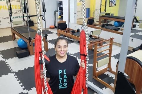 Fisioterapeuta oferece aulas de pilates por WhatsApp durante a pandemia
