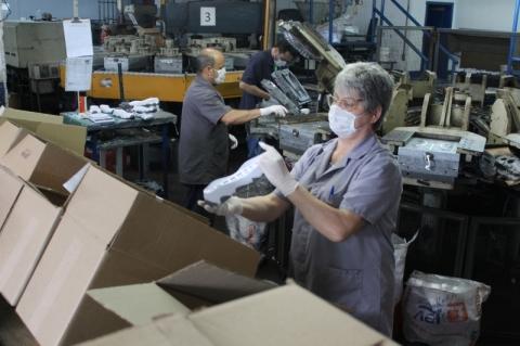 Indústria calçadista reduz queda no emprego após fechar 44 mil postos no semestre