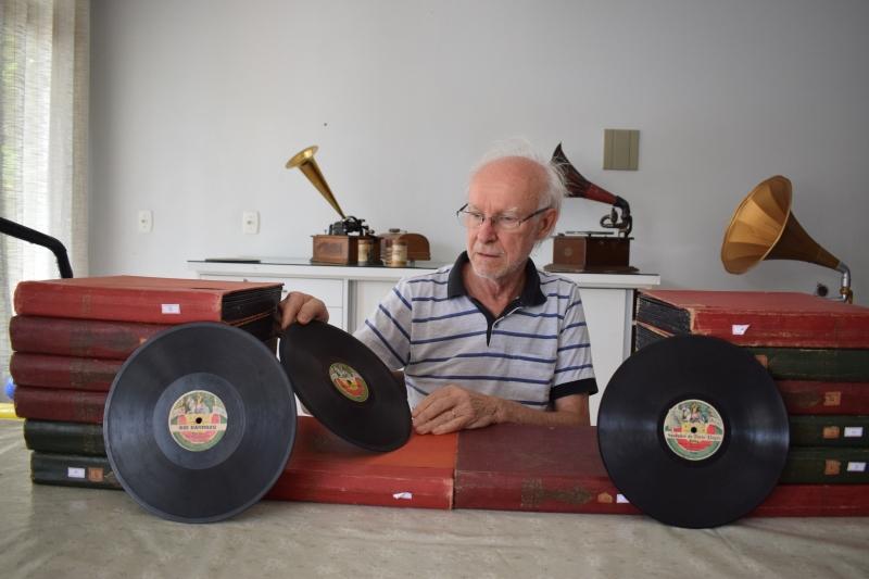 Acervo da antiga fábrica de discos de 78 rotações fascinou o colecionador Milton Schmidt