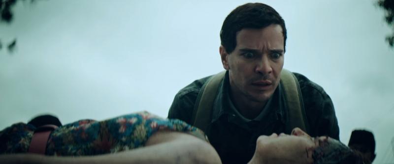 Stenio (Daniel de Oliveira) se comunica com os mortos em 'Morto não fala'