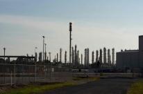 Petróleo fecha em alta com sinalização de retomada comercial EUA-China e demanda