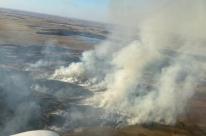 Incêndio em Alegrete é combatido com aviões agrícolas