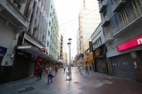 Decreto da prefeitura de Porto Alegre volta a fechar comércio, serviços e indústria