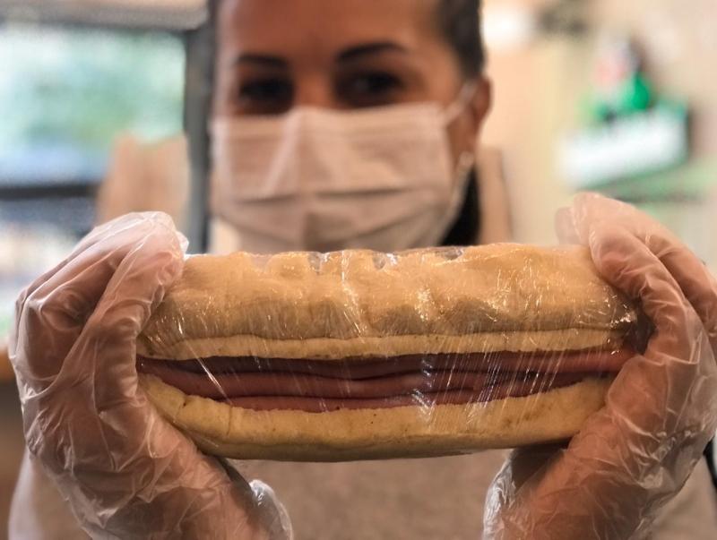 Sanduíches quentes são de grande pedida no local