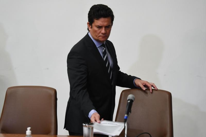 Moro acusou Bolsonaro de tentar interferir politicamente no comando da Polícia Federal para obter informações sigilosas
