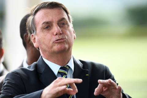 Bolsonaro manda repórteres calarem a boca e nega interferência na PF