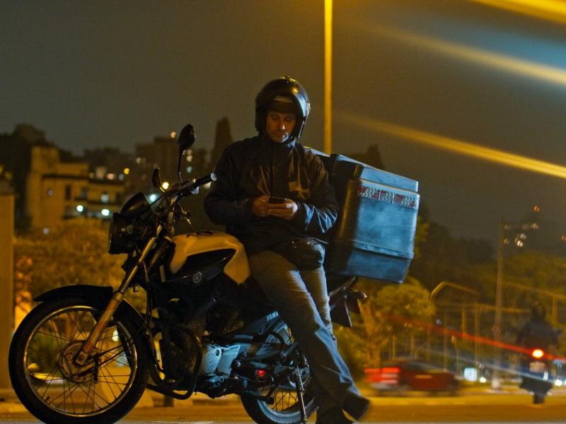 Com 'GIG - A uberização do trabalho', o efeito das novas tecnologias é discutido no Canal Brasil