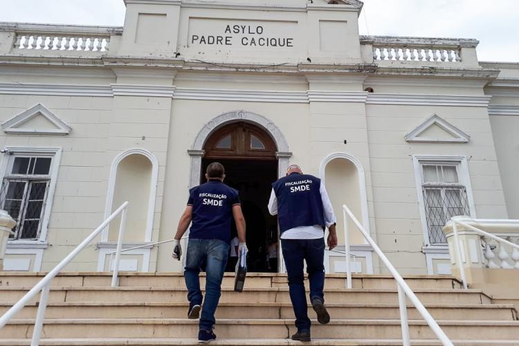 Dez asilos e casas geriátricas, entre eles o Asilo Padre Cacique, foram inspecionados nesta segunda