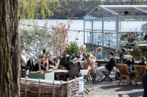 Suécia fecha cinco bares por não evitar aglomeração contra coronavírus