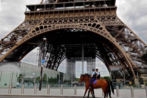 No desconfinamento francês, escolas voltam primeiro e futebol fica para setembro