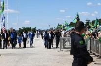 Forças Armadas estão ao lado do povo, diz Bolsonaro