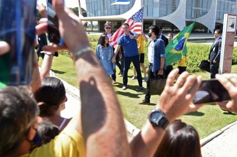 Manifestantes pró-Bolsonaro agridem e ameaçam jornalistas em ato no Planalto