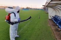 CT Luiz Carvalho passa por processo de descontaminação química